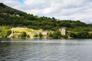 Una delle fortezze più grandi della Scozia, l'Urquhart Castle