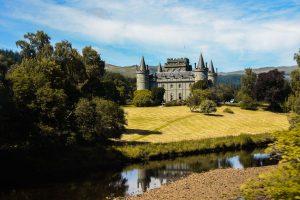 L'Inveraray Castle e il suo stupendo aspetto fiabesco