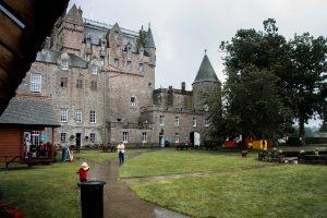 Il Glamis Castle, considerato come il castello più infestato del mondo