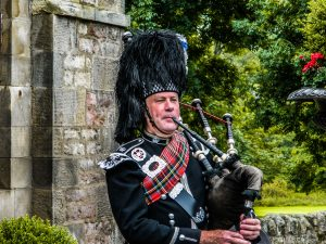 La cornamusa , uno dei tanti simboli della magnifica Scozia