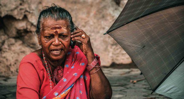 Ritratto di una donna nelle grotte di Batu Caves in Malesia, vicine a Kuala Lumpur