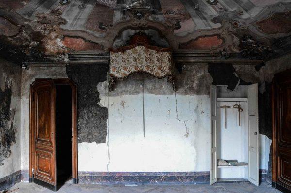 La bellezza della polvere, Art of Decay di Andrea Meloni. Urbex, villa abbandonata in Piemonte, Italia