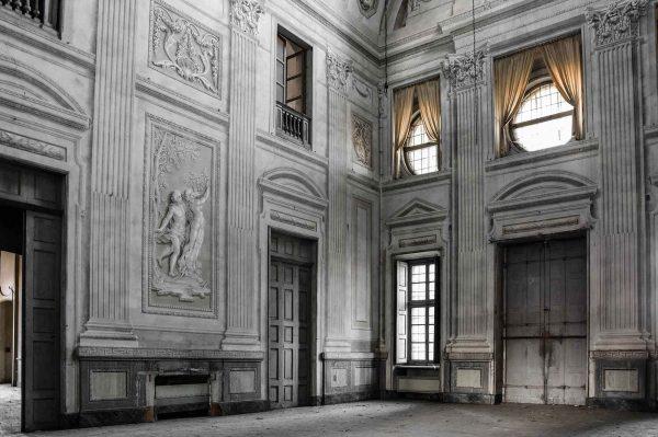 Dettagli sbiaditi, Art of Decay di Andrea Meloni. Urbex, villa abbandonata in Piemonte, Italia