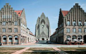 La chiesa di Grundtvig a Copenhagen, uno dei pochi esempi di chiesa in stile espressionista