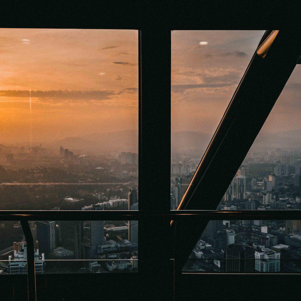 La vista con tramonto dalla KL Tower, la torre di Kuala Lumpur