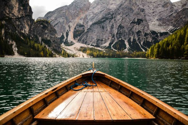Una bellissima vista sul lago di Braies in Alta Pusteria