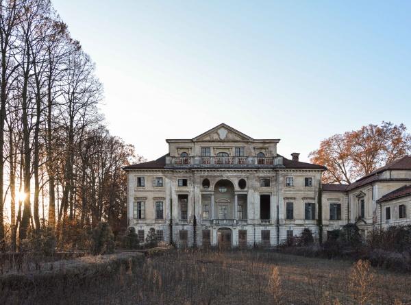 In Piemonte la magnifica Villa C. abbandonata