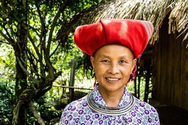 Signora Red Dzao a Sapa nel Vietnam del Nord
