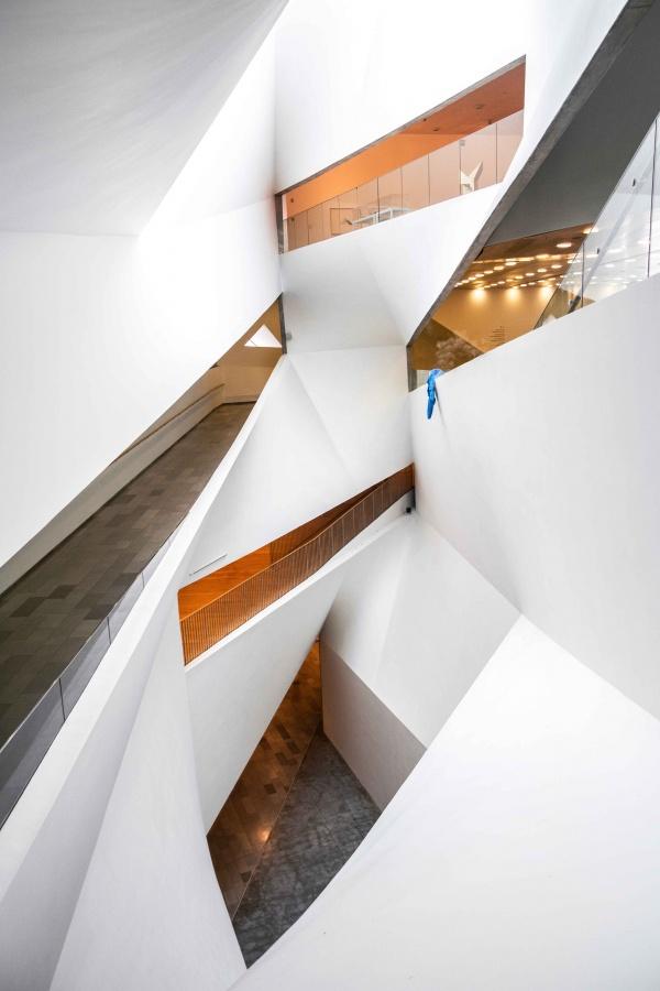 Tel Aviv Museum of Art, pozzo di luce interno