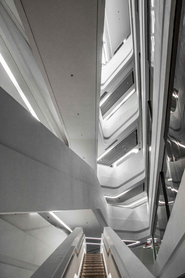 Zaha Hadid, la Jockey Club Innovation Tower di Hong Kong