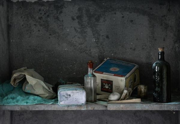 veleno nella magnifica e abbandonata villa M.