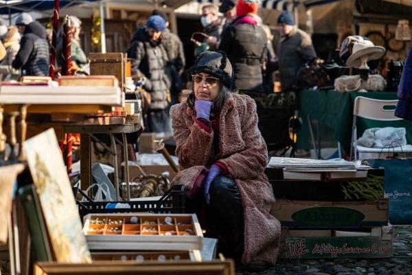 Una signora e il suo banco al mercato del Gran Balon di Torino, Lumix S1R